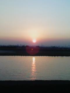 日が沈む…